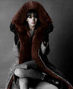Jean Shrimpton wearing Yves Saint Laurent for Vogue, August 1964 Photo by David Bailey Jean Shrimpton, David Bailey, 1960s Fashion, Fashion Models, Vintage Fashion, Fur Fashion, Style Année 60, Style Icons, Classic Style