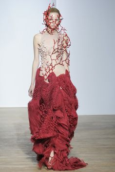 Yiqing Yin Fall Couture 2013 - Slideshow - Runway, Fashion Week, Reviews and Slideshows - WWD.com