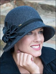 This fashionable cloche style hat offers a vintage look with a modern twist. - hats for women Fancy Hats, Cute Hats, Sombreros Cloche, Cloche Hats, Ideas Joyería, Types Of Hats, Love Hat, Hat Hairstyles, Hairstyle Ideas