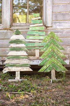 bricolage de Noël avec des sapins artisanales en bois massif colorés en vert : idées déco pour l'espace outdoor