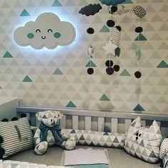 Que tal uma nuvem em led para decorar o quartinho infantil? ⛅ A instalação é muito simples, pois funciona a pilha e além de iluminar o ambiente se torna um item de destaque na decoração! Gostou?  Enviamos para todo o Brasil! Atendemos encomendas pelo whatsapp (41) 99188-1840 e 99186-7223 ☎ Preço R$199,00  #sonhosdeninar #kitdebebe #quartodebebe #enxovaispersonalizados #kidsroom #instaarqui #decoracaoinfantil #enxovaisdebebe #babyroomdecor #instabebe #modagestante #kidsdecor #qua...
