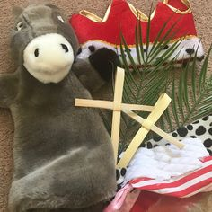 I've put together a discovery basket for younger children when we do our Easter family activities morning. This basket looks at the story of. Palm Sunday Story, Doubting Thomas, Treasure Basket, Prayer Stations, April Easter, Apostles Creed, The Nativity Story, Holiday Club, Easter Story