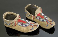 Мокасины, Черноногие. Период 1880- 1900. COWAN'S 2005, American Indian Auction / Mar 10-11. Cincinnati.