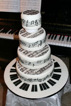 Piano/sheet music cake