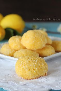 Biscotti al limone con farina di mais Biscotti Biscuits, Biscotti Cookies, Biscotti Recipe, Candy Recipes, Sweet Recipes, Cookie Recipes, Dessert Recipes, European Cuisine, Italy Food