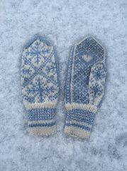 Shadow Knitting Sock Yarn Shawl pattern by Kimberly Gintar Knitted Gloves, Knitting Socks, Hand Knitting, Knitting Patterns, Crochet Mitts, Knit Crochet, Sweater Mittens, Sweaters, Fingerless Mitts