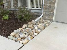 Edging, Mulch & Drainage Solutions - Des Moines Iowa landscaping - Perennial Gardens
