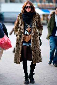 Best Outfit Ideas For Fall And Winter 25 Fierce Ways to Style a Leopard Coat Legging Outfits, Street Style Trends, Style Work, Fall Outfits, Casual Outfits, Winter Stil, Leopard Print Coat, Outfit Trends, Autumn Winter Fashion