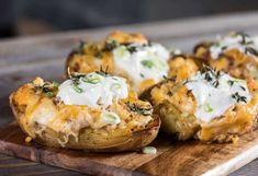 Κοινοποιήστε στο Facebook Μπέικον και τρία διαφορετικά είδη τυριών γεμίζουν τις αγαπημένες πατάτες, δίνοντας ένα θεϊκό αποτέλεσμα! Υλικά 2 μεγάλες πατάτες με τη φλούδα τους 2 κ.σ. ελαιόλαδο 100 γρ. μπέικον σε φέτες 100 γρ. τυρί κρέμα 100 γρ. γκούντα... Cooking Beef Tenderloin, Cooking Brussel Sprouts, Stuffed Baked Potatoes, Fruit And Veg, Yummy Appetizers, Greek Recipes, Vegetarian Recipes, Food Porn, Food And Drink