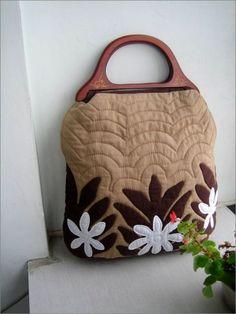 Patchwork Bags  http://www.handmadiya.com/2012/02/patchwork-bags.html
