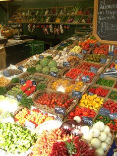 GERMANY:  The daily food market 'Viktualienmarkt', Munich. Love this market