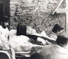 Fotografii rare cu Părintele Arsenie Boca – chipul îngeresc sub înfățișare de om – LaTAIFAS Romania, Painting, Painting Art, Paintings, Painted Canvas, Drawings