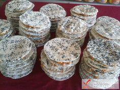 Những miếng bánh cu đơ Hà tĩnh thơm ngon, bánh dày, đặc ruột và nhiều mè đen. Liên hệ: 0968 352 576 Tường Vân