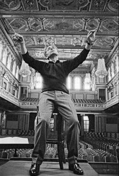 A legendary Maestro Herbert von Karajan Herbert Von Karajan, Conductors, Music Love, Classical Music, Historical Photos, Orchestra, Persona, Black And White, Composers