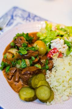 Try this Fransk Höstgryta med passande vin recipe, or contribute your own. Slow Cooker Beef, Slow Cooker Recipes, Beef Recipes, Lidl, 300 Calorie Lunches, Food For The Gods, Nigerian Food, Recipe For Mom, Quick Meals