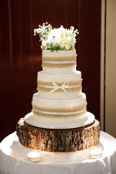 Rustic wedding cake: http://www.stylemepretty.com/australia-weddings/queensland-au/2015/05/26/rustic-elegant-australian-wedding/ | Photography: Jennifer Oliphant - http://www.jenniferoliphant.com/