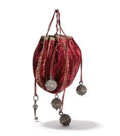 De collectie van Tassenmuseum Hendrikje toont de Europese cultuurgeschiedenis van de tas over 500 jaar. Bekijk hier een selectie van onze vaste collectie.