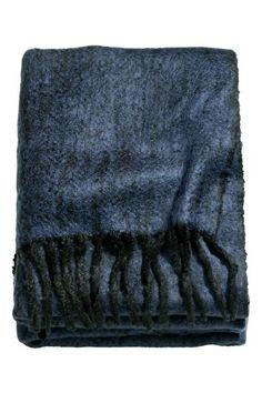 Pléd se vzorem rybí kosti  Žakárově tkaný pléd z jemného buklé se vzorem  rybí kosti 50cfc19bc8