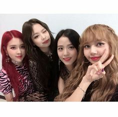 Your source of news on YG's current biggest girl group, BLACKPINK! Please do not edit or remove the. Kim Jennie, Yg Entertainment, K Pop, Snsd, South Korean Girls, Korean Girl Groups, Close Up, Blackpink Photos, Group Photos