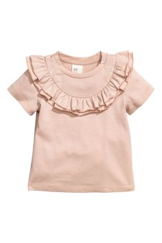 Shop kids clothing and baby clothes at H&M – We offer a wide selection of children's clothing at the best prices. Shop online or at a store near you. Fashion Kids, Little Girl Fashion, Fashion Clothes, Outfits Niños, Kids Outfits, Baby Outfits Newborn, Toddler Outfits, Frill Tops, Organic Baby Clothes