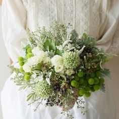 Green and white. March Wedding Flowers, Wedding Cakes With Flowers, Bridal Flowers, Silk Flowers, Floral Wedding, Floral Bouquets, Wedding Bouquets, Hand Bouquet, Flower Crown
