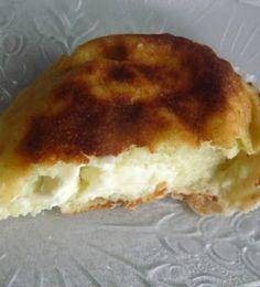 http://papilles-on-off.blogspot.fr/2013/01/muffins-courgettes-au-coeur-de-kiri-au.html  80g de parmesan en morceaux 1 oignon coupé en 2 1 gousse d'ail 10g d'huile 300g de ccourgettes coupées en gros morceaux 2 càc de sel 80g de lait 100g de farine 2 oeufs 4 portions de kiri coupées en 2