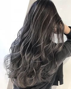 トップカラースタイリスト中村雄樹がオススメする「パーフェクトバレイヤージュ」 Black Hair With Grey Highlights, Ash Brown Hair Color, Hair Color Highlights, Hair Color For Black Hair, Hair Color Balayage, Hair Lights, Light Hair, Ash Blonde Ombre Hair, Blonde Hair Looks