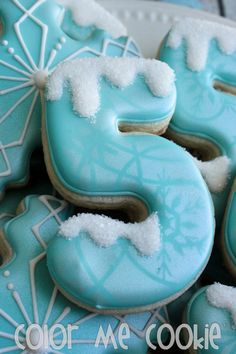 For Frozen party: number, snow with sugar, looks like a dusting of Luster Dust through a stencil. Cookies For Kids, Cute Cookies, Cupcake Cookies, Olaf Cookies, Iced Cookies, Royal Icing Cookies, Sugar Cookies, Frozen Birthday Party, Frozen Party