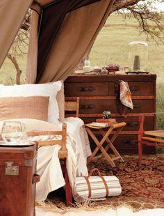 Westwing safari lodge Kenia Out of Africa British Colonial Decor, Vintage Safari, Safari Decorations, Campaign Furniture, Safari Chic, Ideas Para Organizar, Out Of Africa, Furniture Decor, Furniture Vintage