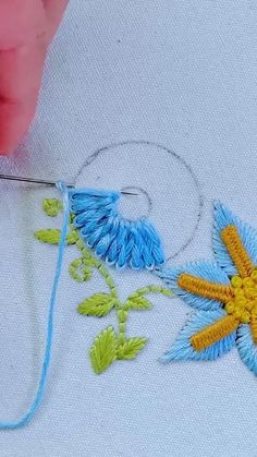 Hand Embroidery Patterns Flowers, Hand Embroidery Projects, Basic Embroidery Stitches, Hand Embroidery Videos, Embroidery Stitches Tutorial, Embroidery Flowers Pattern, Creative Embroidery, Simple Embroidery, Hand Embroidery Designs