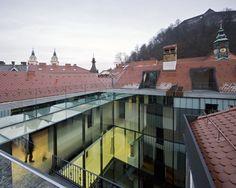 Baroque Court Apartments / OFIS arhitekti Mur en verre