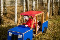 Zabawy na placu zabaw w autku- ciężarówka