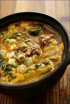 우거지 갈비탕 :: 우거지 갈비탕,갈비탕,갈비탕~,배추우거지갈비탕,뼈다귀해장국,우거지갈비탕,탕 :: 맛집 정보 검색 NO.1 사이트, 메뉴판닷컴 :: 맛집 정보가 가득 Korean Dishes, Korean Food, Asian Recipes, Ethnic Recipes, Food Design, Food Plating, Soups And Stews, No Cook Meals, Food And Drink