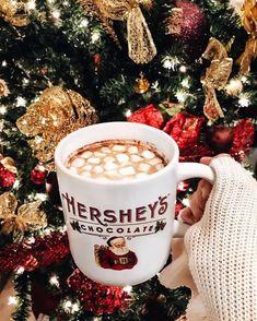 Wishing you all a Merry Christmas 🎄🎅🏽 //. Christmas Time Is Here, Christmas Mood, Merry Little Christmas, All Things Christmas, Christmas Pictures, Chocolate Navidad, Christmas Aesthetic, Christmas Wonderland, Jingle All The Way