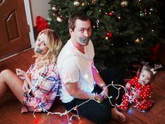 Family Christmas, Christmas Humor, Christmas Cards, Girl Tape Gagged, Funny Christmas Pictures, Family Photos, Christmas E Cards, Family Pictures, Xmas Cards