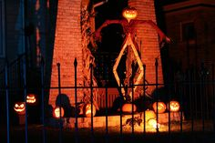 Awesome Pumpkin King prop with really nice fence. Made by on Halloween Forum. Halloween Forum, Gothic Halloween, Outdoor Halloween, Halloween Projects, Halloween House, Halloween Stuff, Holidays Halloween, Halloween Pumpkins, Halloween Diy