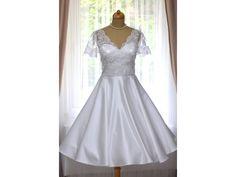 bebf4c2db81 58 nejlepších obrázků z nástěnky svatební retro šaty