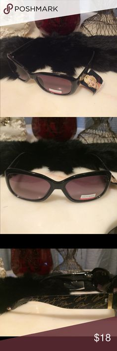 Marilyn Monroe cats eye sunglasses 😎 Marilyn Monroe cats eye sunglasses. NWT Marilyn Monroe Accessories Sunglasses