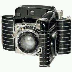 Want: 1936 Kodak Bantam Special Art Deco Folding Camera Kodak Camera, Camera Art, Retro Camera, Camera Hacks, Camera Lens, Antique Cameras, Vintage Cameras, Photography Camera, Vintage Photography
