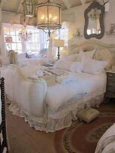 cama y tonos blancos