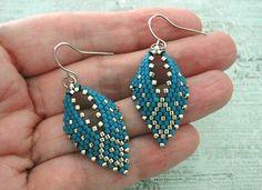 Seed Bead Jewelry, Seed Bead Earrings, Leaf Earrings, Diy Earrings, Earrings Handmade, Beaded Jewelry, Beaded Bracelets, Hoop Earrings, Beaded Earrings Patterns