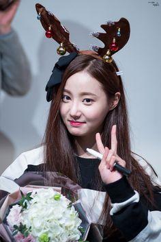 Kpop Girl Groups, Korean Girl Groups, Kpop Girls, Nancy Momoland, Kawaii, Love Me Forever, Pretty And Cute, Pop Group, Korean Singer