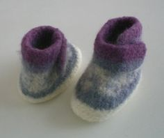Filzschuhe - Baby-Filzschühchen *ADRIANA* - ein Designerstück von Krabbelmasche bei DaWanda Felt Shoes, Baby Shoes, Felt Art, Projects To Try, Slippers, Etsy, Wool, Knitting, Kids