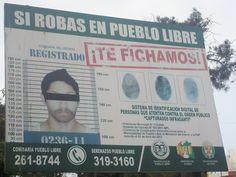 """""""Si robas en Pueblo Libre. !Te fichamos!"""". Panel en parque público.  Lima, Pueblo Libre, agosto 2014. Foto: JR"""