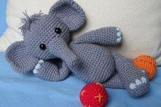 5 deutsche Häkelanleitungen für (ele)fantastische Elefanten #amigurumi #amigurumis #häkeln #crochet #häkelanleitung #häkelanleitungen #anleitung #anleitungen #häkelspielzeug #häkelspielzeuge #spielzeug #spielzeuge #toy #toys #häkeltier #häkeltiere #handarbeit #handarbeiten #handgemacht #handmade #kawaii #niedlich #cute #süß #häkelmuster #muster #pattern #patterns #elephant #elephants #elefant #elefanten