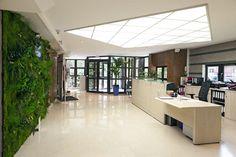 Le centre de Rueil-Malmaison (RUEIL ATHENEE) comporte 23 salles de formation et une salle de test de certification (Prometric, Pearson Vue) toutes accessibles aux personnes à mobilité réduite (PMR). Les locaux disposent de deux défibrillateurs et d'un personnel formé à son utilisation. Un deuxième centre s'est ouvert avec 5 salles de formation supplémentaires (RUEIL VICTOR HUGO), et est accessible de plain pied, à proximité de notre centre principal.