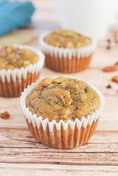 Paleo Banana Muffins - a healthier way to do muffins! Homemade Muffins, Paleo Banana Muffins, Banana Recipes Easy, Muffin Recipes, Brunch Recipes, Bread Recipes, Paleo Recipes, Breakfast Recipes, Easy Recipes