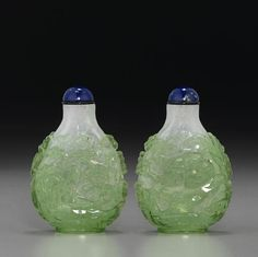 A lime-green overlay glass snuff bottle, 1750-1800.