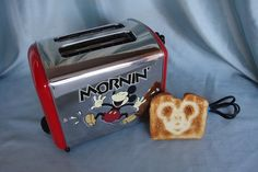 What Disney Kitchen would be complete without a Mickey Mouse toaster? Disney Ideas, Disney Fun, Disney Girls, Disney Stuff, Mickey Mouse Kitchen, Disney Kitchen, Disney House, Disney Rooms, Small Kitchen Appliances