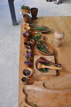 place to mix and smash plants and water, needs only a few bowls and a stick, but is a great place to learn about how things change and sense of capability. medicine making - Stomping in the Mud Reggio Emilia, Nature Activities, Sensory Activities, Sensory Diet, Sensory Play, Summer Activities, Play Based Learning, Early Learning, Outdoor Play Spaces